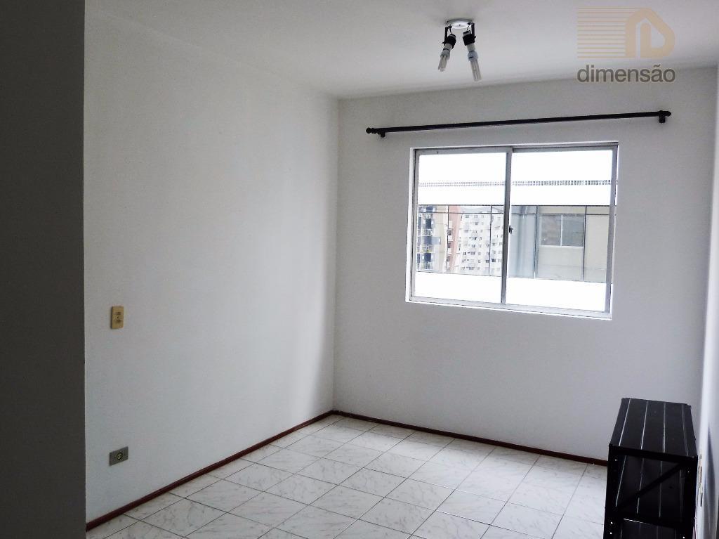 excelente apartamento com 37m² de área privativa, localizado na região central de curitiba, contendo: sala para...