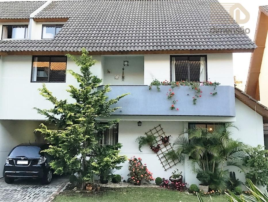 Ótimo sobrado TRIPLEX com 04 dormitórios à venda, São Lourenço, Curitiba.