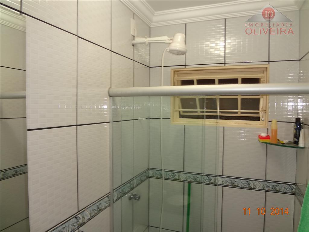 casa: 2 quartos sendo 1 suíte, sala, cozinha, wc social, garagem para 02 carros, varanda com...