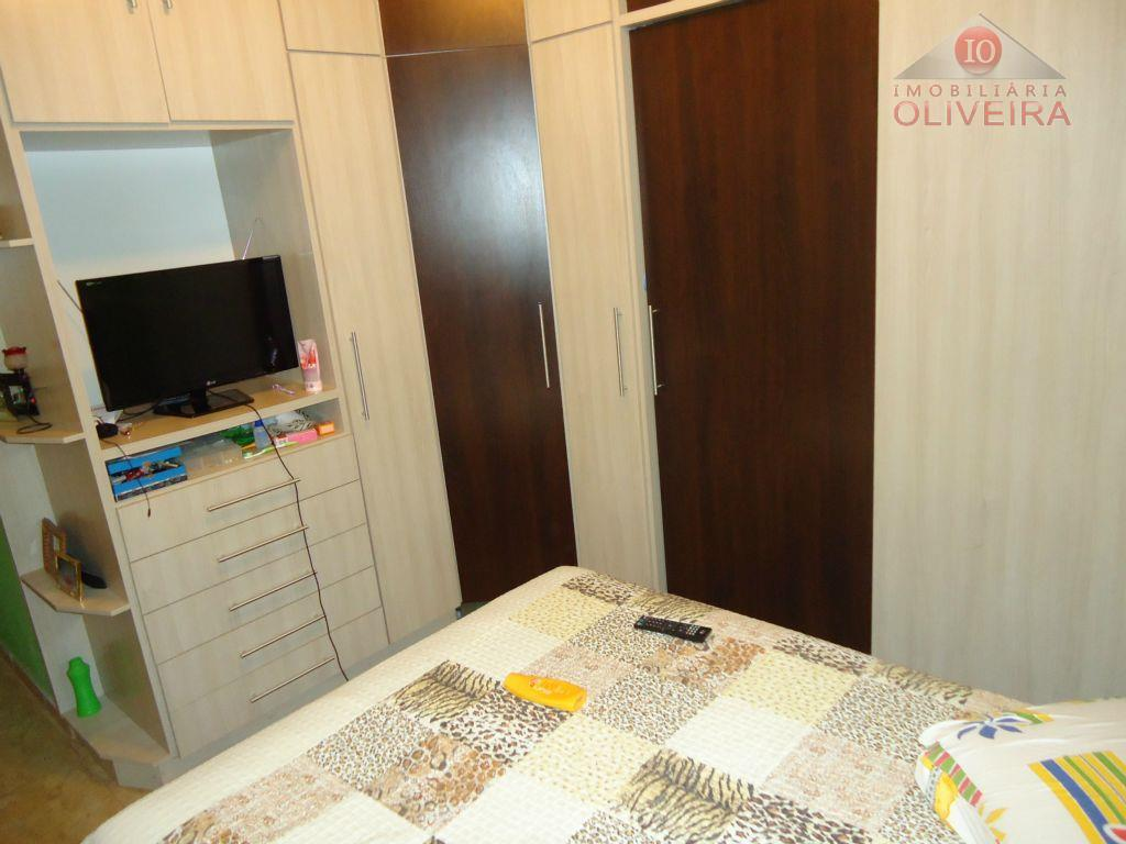 casa: 2 quartos (1 suíte), 1 quarto com armário, wc social, blindex, sala, cozinha planejada, lavanderia,...