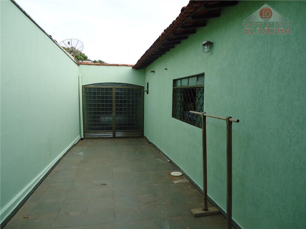 casa: 3 quartos (1 suíte), 1 quarto com armário, sala 02 ambientes, sala tv, wc social,...