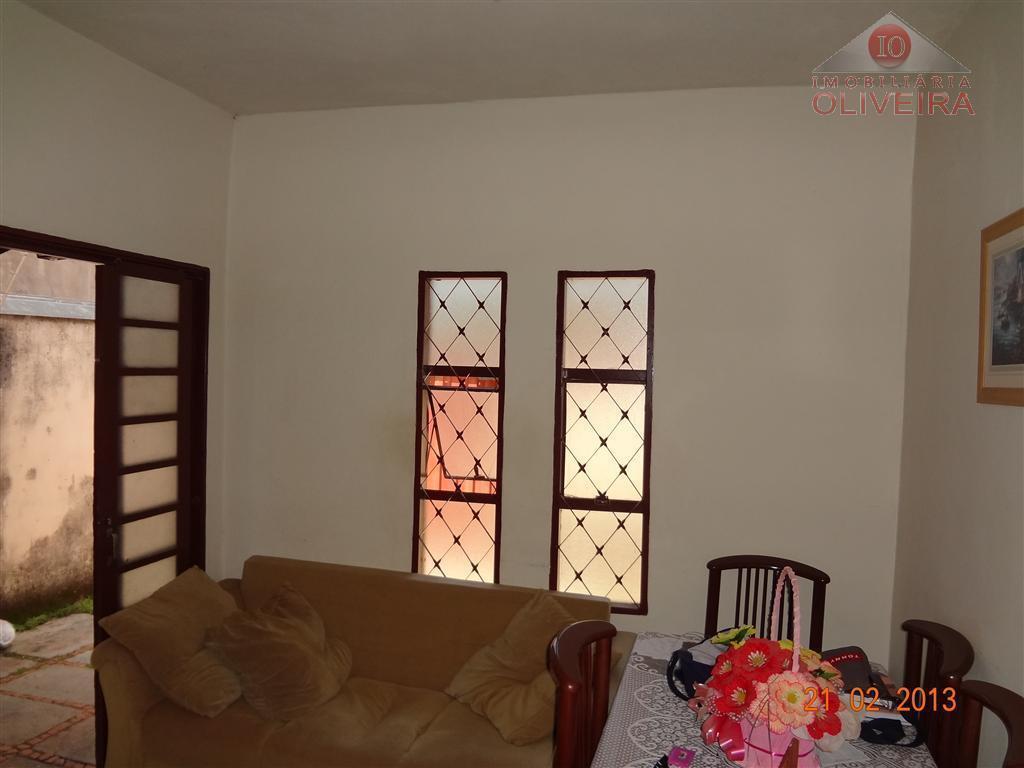 casa: 03 quartos, wc social, sala, cozinha, área de serviço, quintal, garagem para 02 carros.