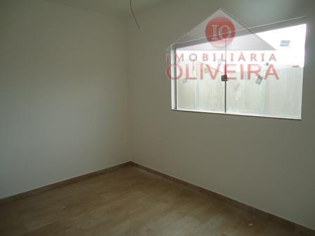 casa: 3 quartos (1 suíte), sala 3 ambientes, lavabo, wc social, cozinha, lavanderia, despejo, quintal parte...