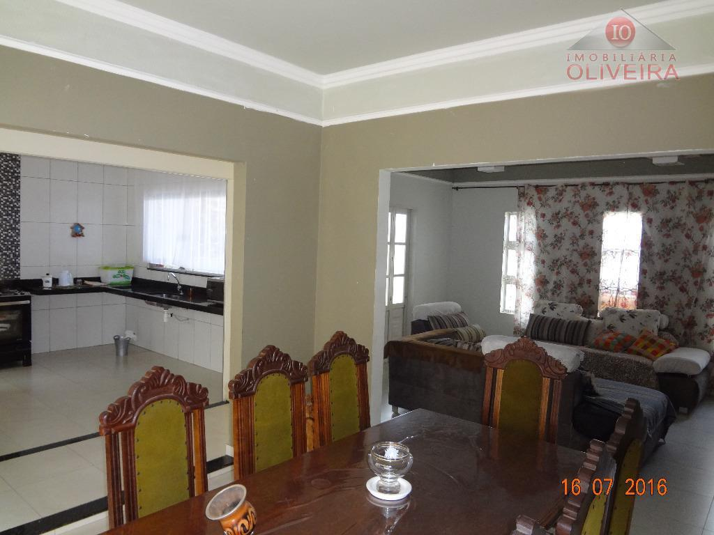 02 quartos (01 suíte), sala, cozinha, wc social, copa, garagem, fogão a lenha com forno, área...