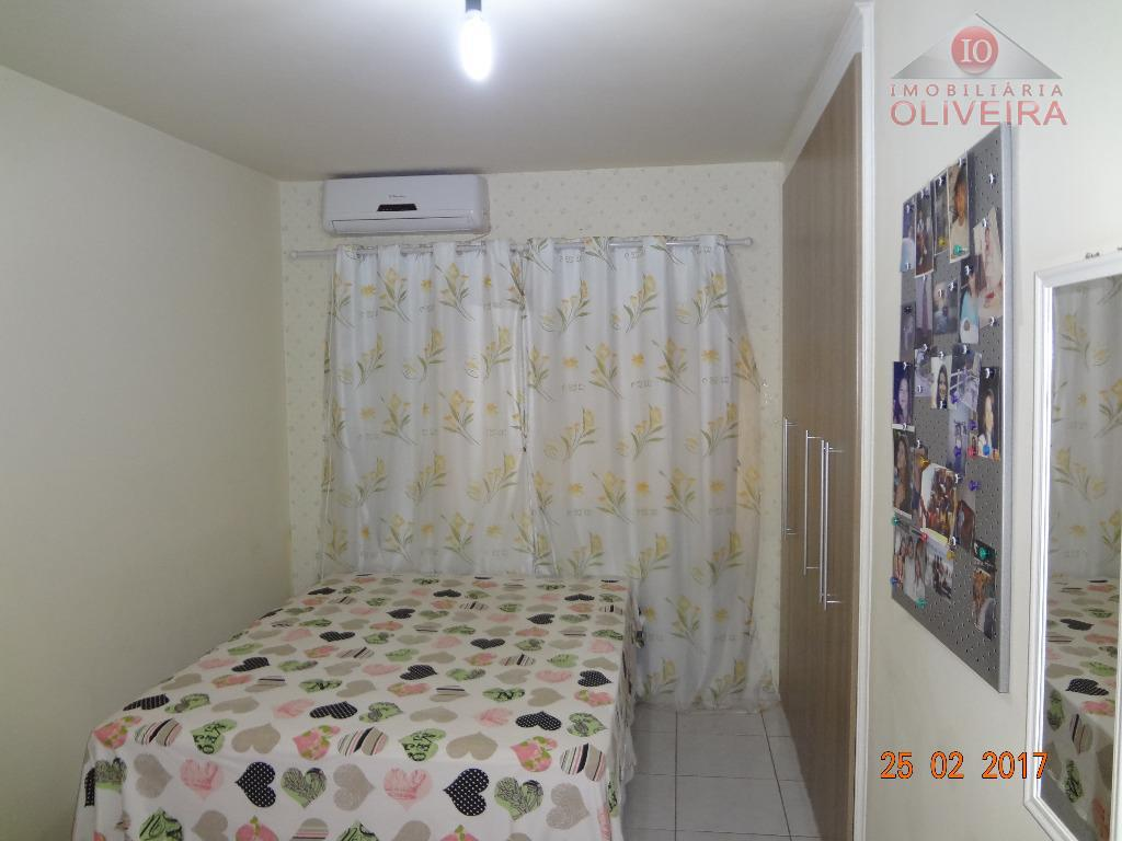 02 quartos, sala, cozinha, wc social, área de serviço, garagem para 01 carro