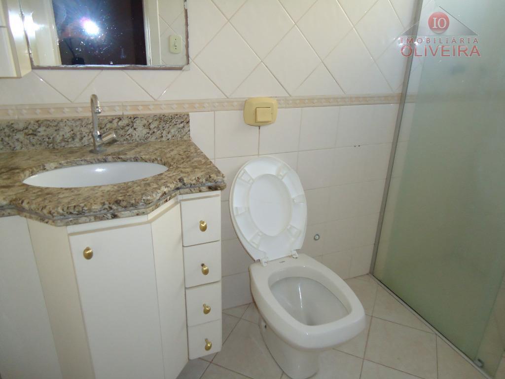 03 quartos (1 suíte), 2 quartos com armários, wc social, blindex, gabinete, sala, sacada, cozinha com...