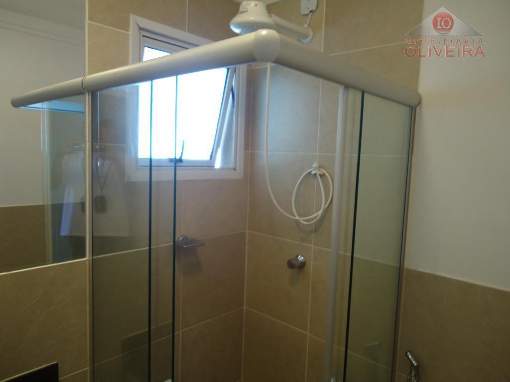 3 quartos (1 suíte) com armários, wc social, blindex, gabinete, sala com sacada, cozinha planejada, lavanderia,...