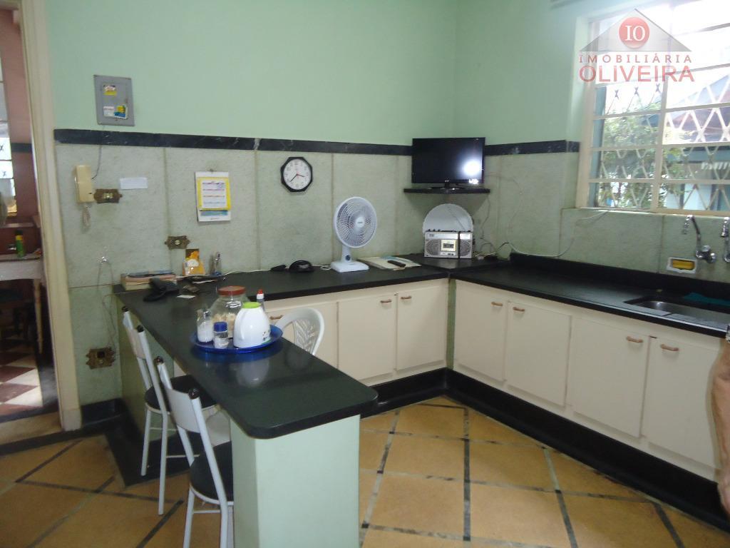 casa com 5 quartos, sendo 3 suítes, wc social, 3 salas, lavabo, cozinha, lavanderia, varanda, 2...
