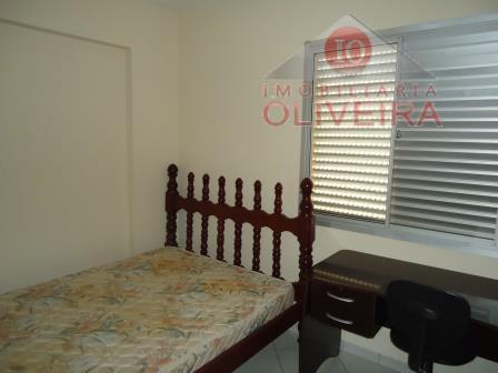 2 quartos com armários, wc social, blindex, gabinete, sala, cozinha planejada, wc de empregada, sem garagem.