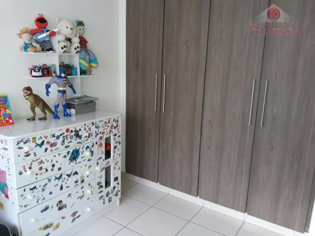 3 quartos(1 suite), 2 quartos com armários, wc social, sala 2 ambientes, cozinha com armários sob...