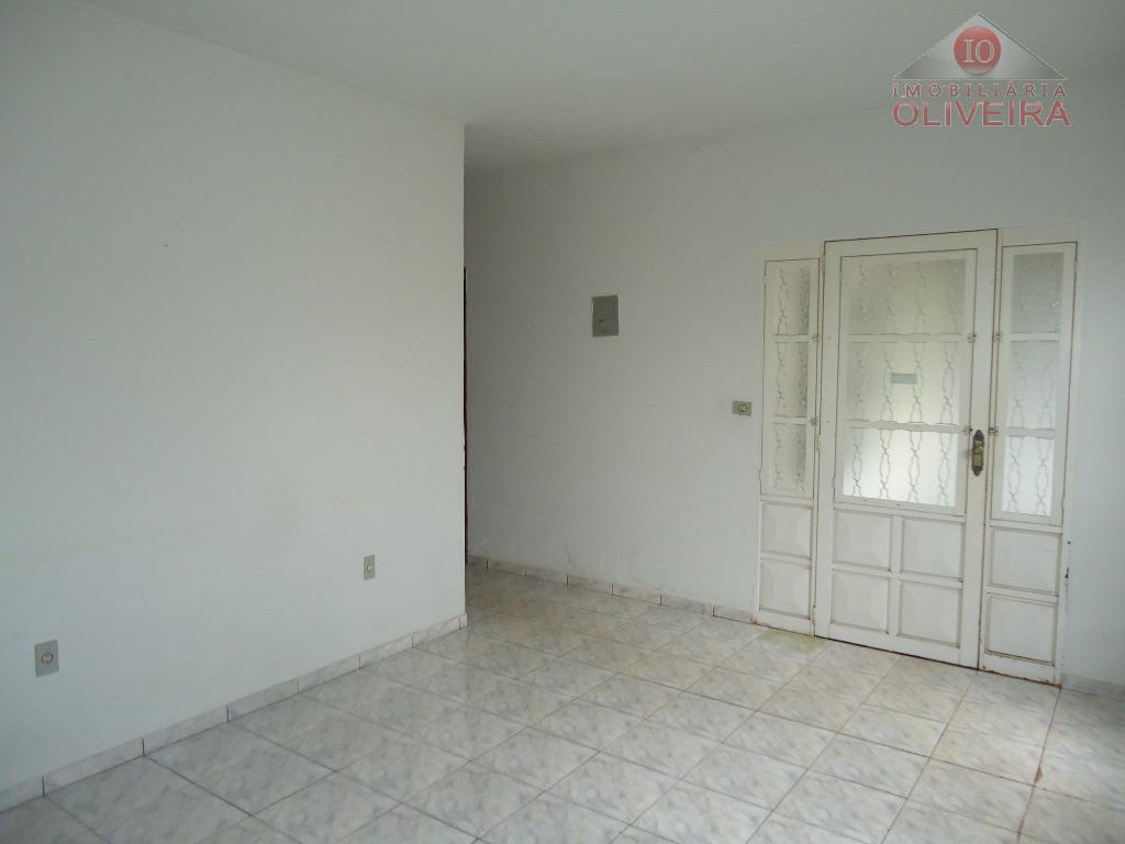 2 quartos, wc social, sala, cozinha com armário sob à pia, lavanderia, quintal, garagem para 2...