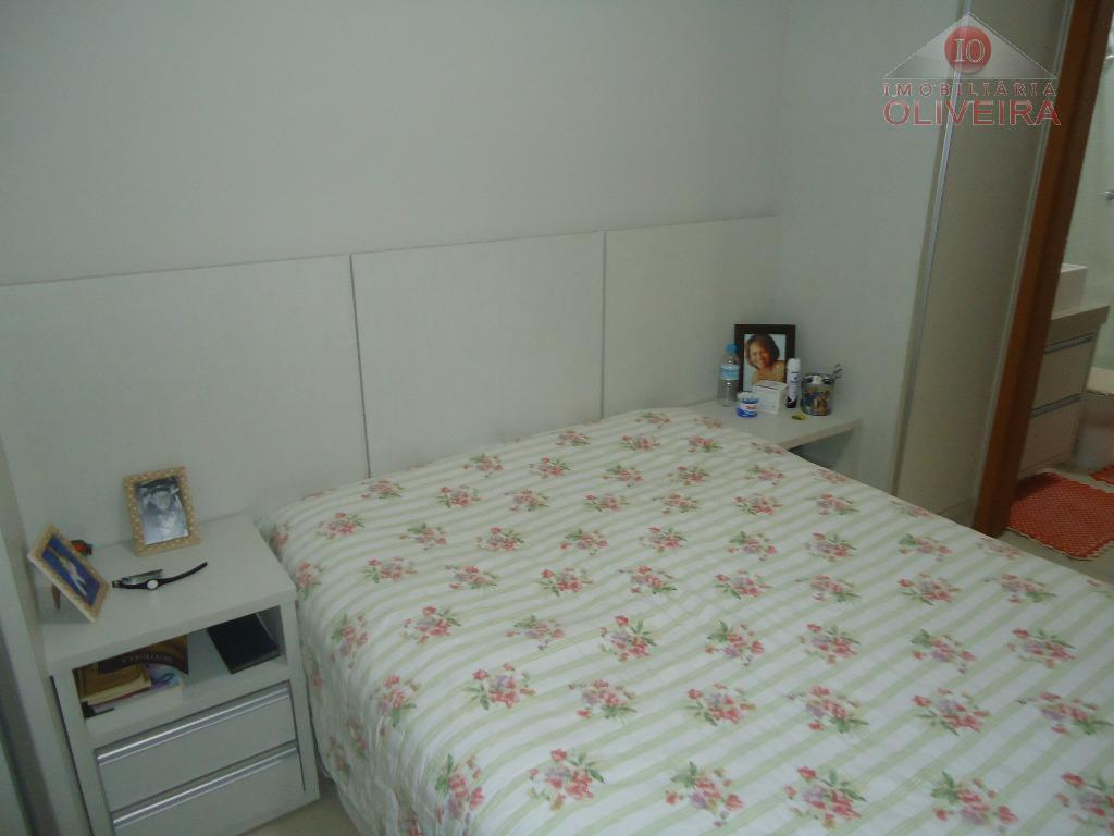 2 quartos (1 suíte) com armários, wc social, blindex, gabinete, sala, copa, cozinha, lavanderia, garagem 1...