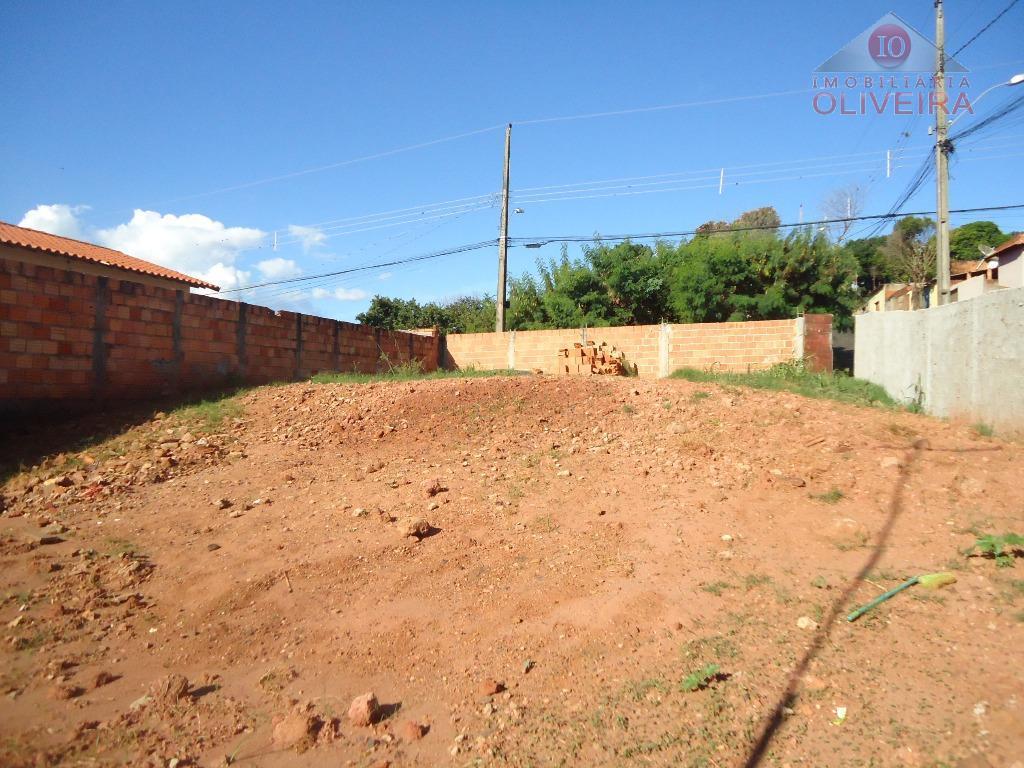 terreno: medindo 12,5x24m, parte plano, lote 31 da quadra 08.