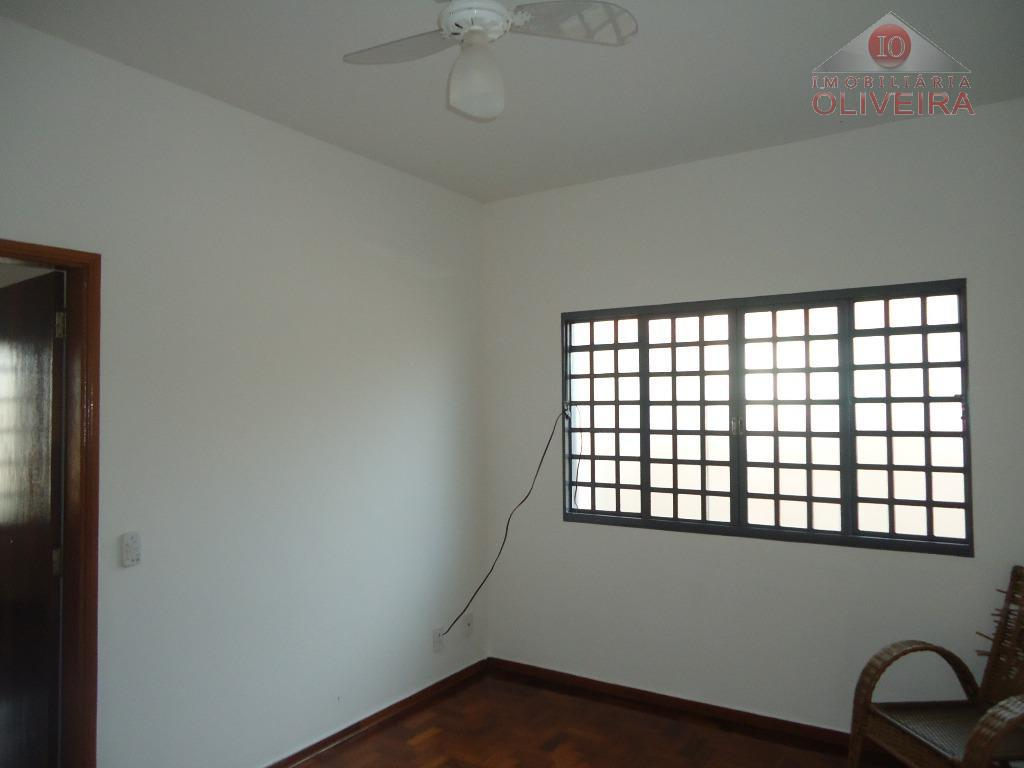 imóvel com 3 quartos (1 suite); com armários; 3 salas; cozinha; wc social; blindex; gabinete; lavanderia;...