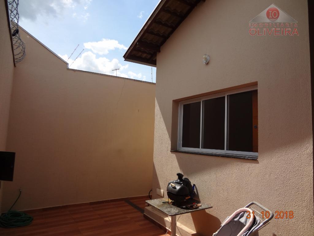 casa: 3 quartos(1 suíte), 1 quarto com armário, wc social, blindex, gabinete, sala, cozinha planejada, lavanderia,...