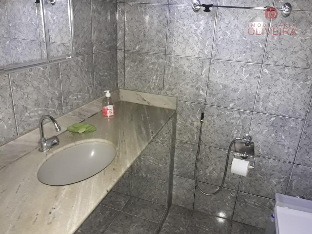 casa com 3 quartos sendo 1 suite, wc social, 2 salas, cozinha, area de serviço, varanda...