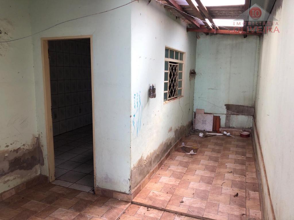 casa com 2 quartos, wc social, sala, cozinha, área de serviço, quintal cimentado, garagem para 1...