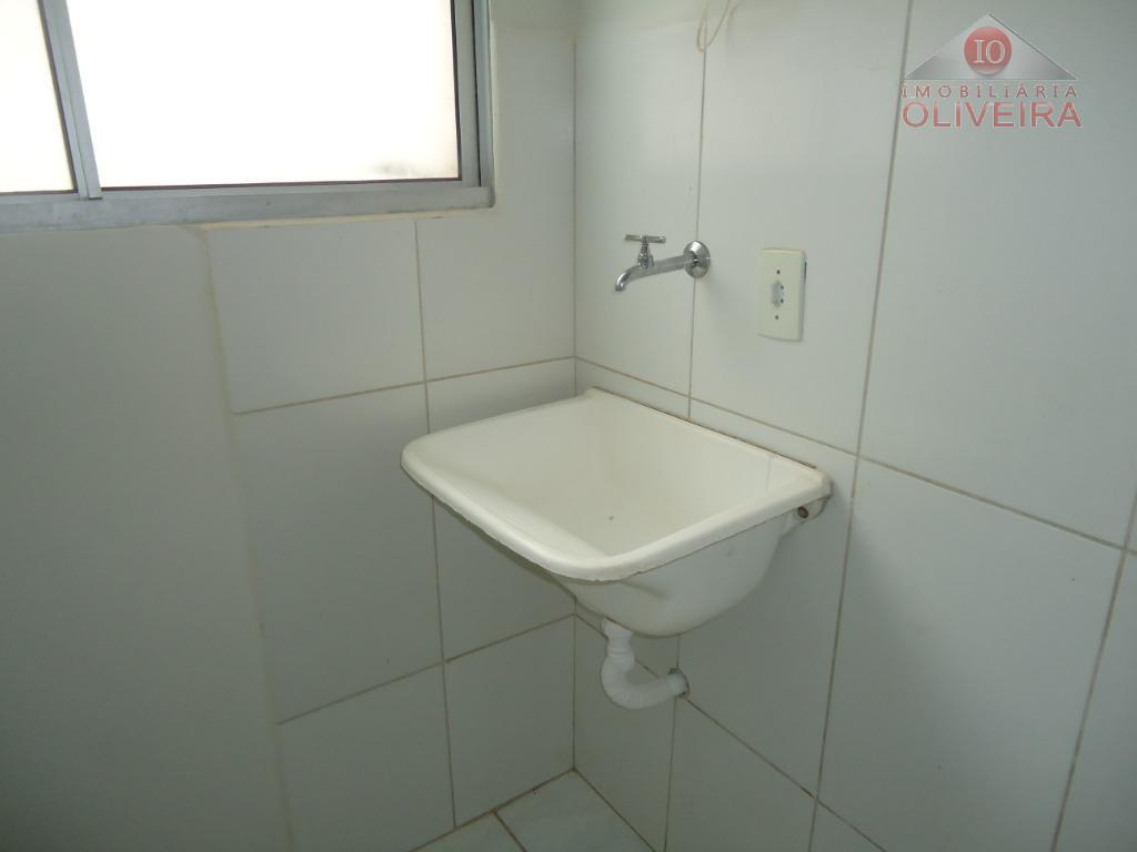 apto 2 quartos, wc social, sala, cozinha com armário sob a pia , lavanderia, garagem para...
