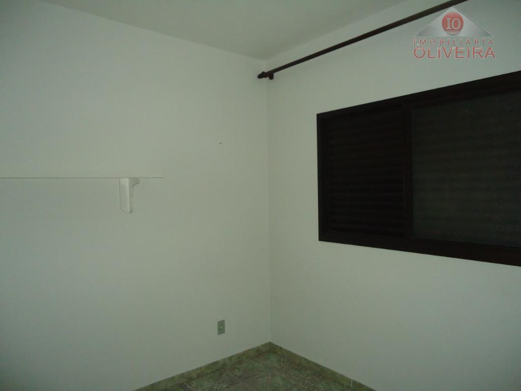apartamento: 3 quartos(1 suíte), 1 quarto com armário, wc social, blindex, gabinete, sala 2 ambientes, sacada,...