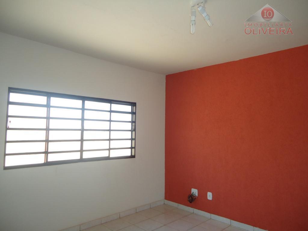 Apartamento com 3 dormitórios para alugar, 80 m² por R$ 750/mês - Santa Maria - Uberaba/MG