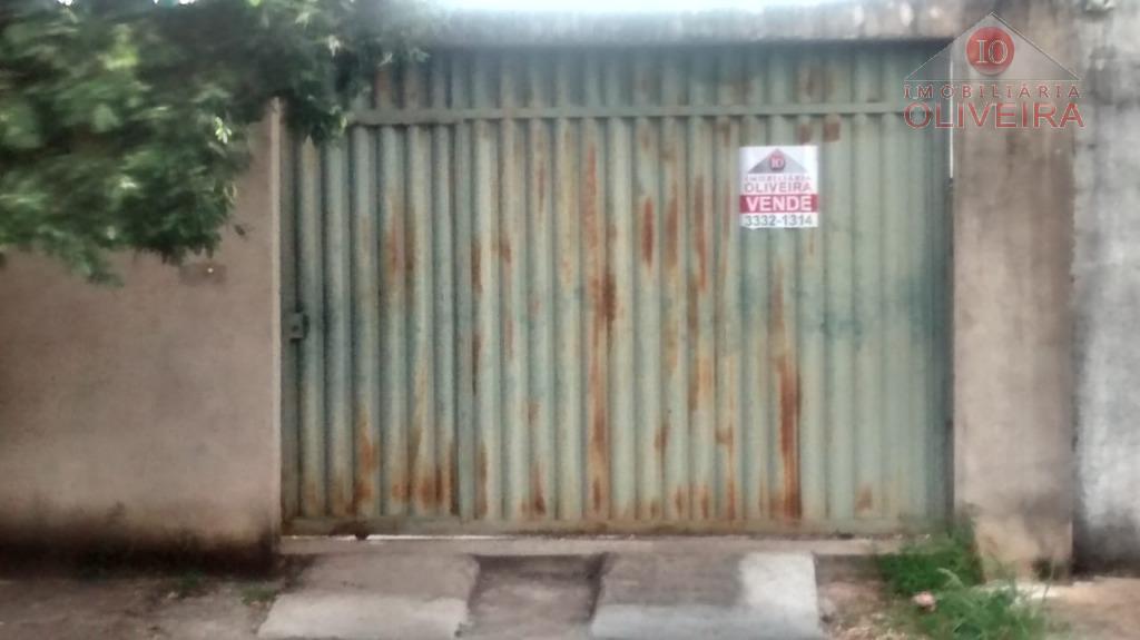 01 terreno todo murado plano e com portão.