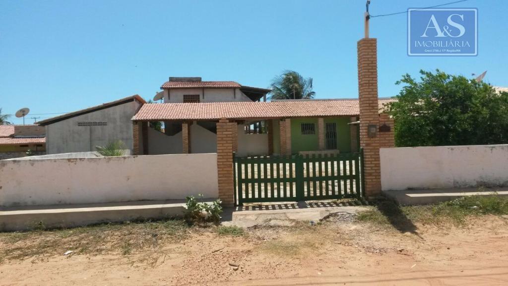 Ampla casa no Centro de Tibau.