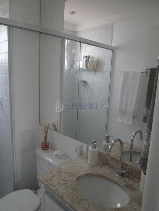 Lindo apartamento com 53m², andar baixo, 2 dormitórios, varanda, sala 2 ambientes,Lazer completo. Próximo de grandes comercios,