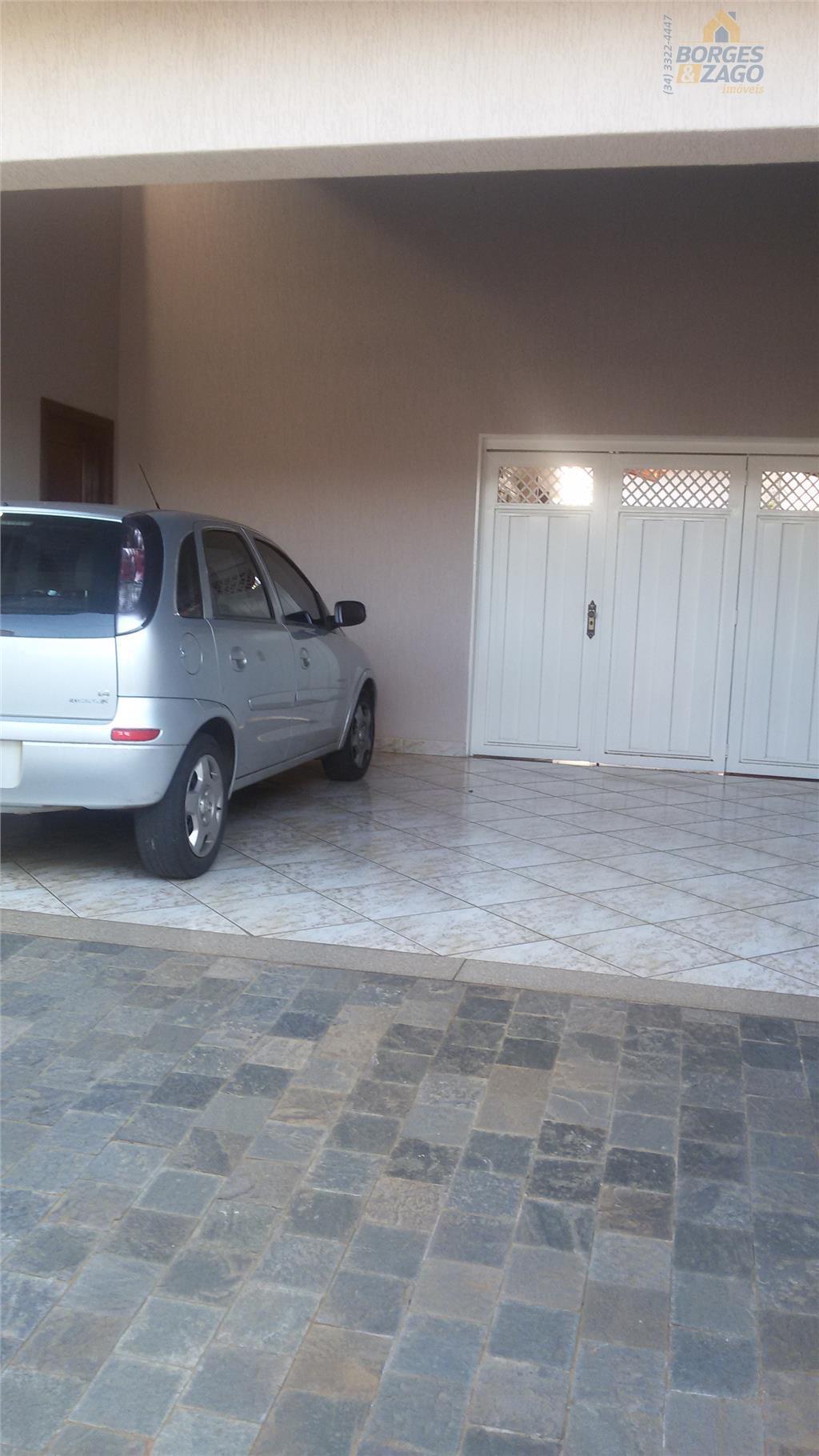 03 quartos sendo 01 suíte com armários, banheiro social, sala ampla, cozinha planejada, varanda com churrasqueira,...