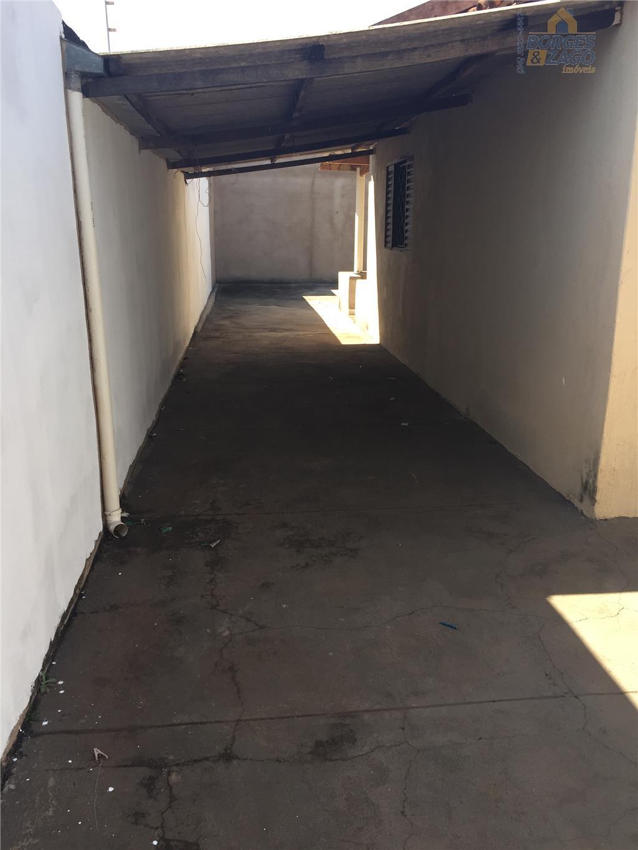 02 quartos, banheiro social, sala, cozinha, varanda, área de serviço, quintal, canil e garagem para vários...