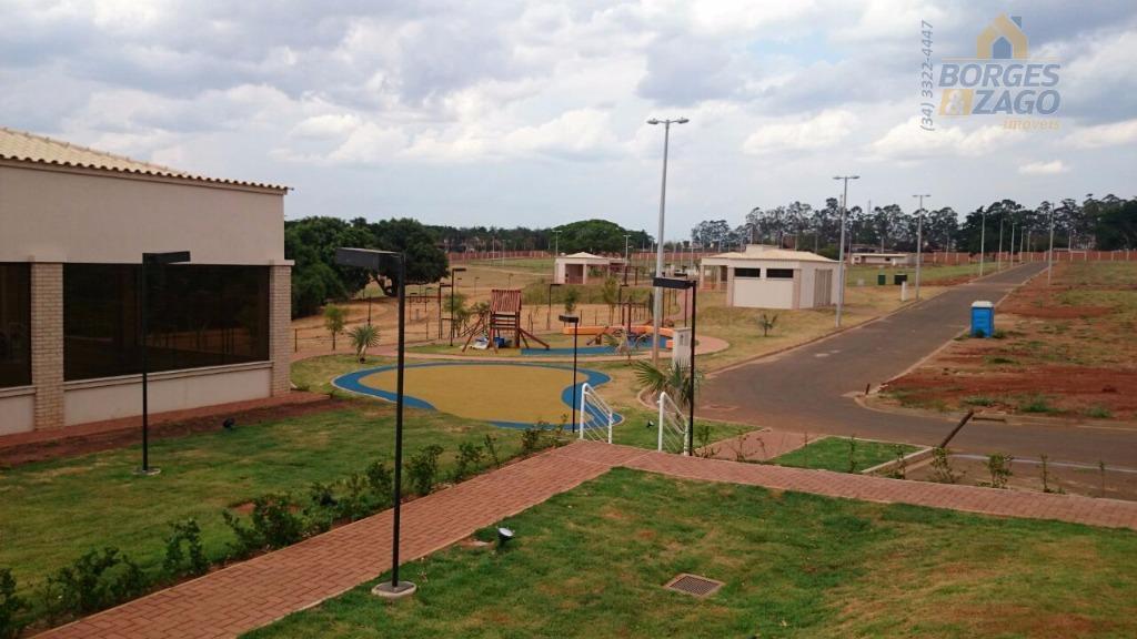 terreno excelente em ótima localização medindo 300 m².