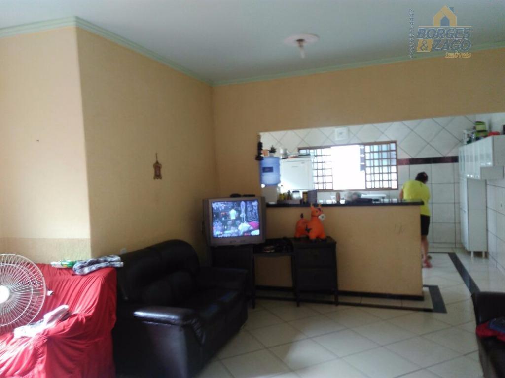 casa de 02 quartos grandes, sala ampla, cozinha, banheiro social, área de serviço, garagem para 02...