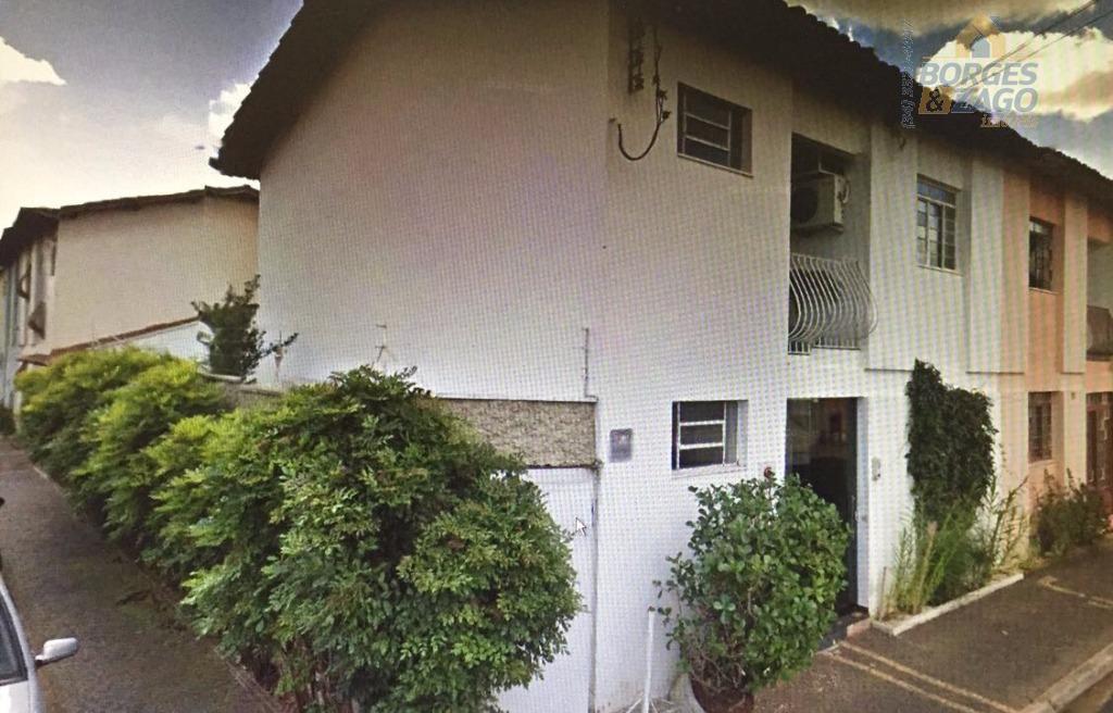 sobrado de 03 quartos, 02 banheiros, sala, cozinha e garagem.