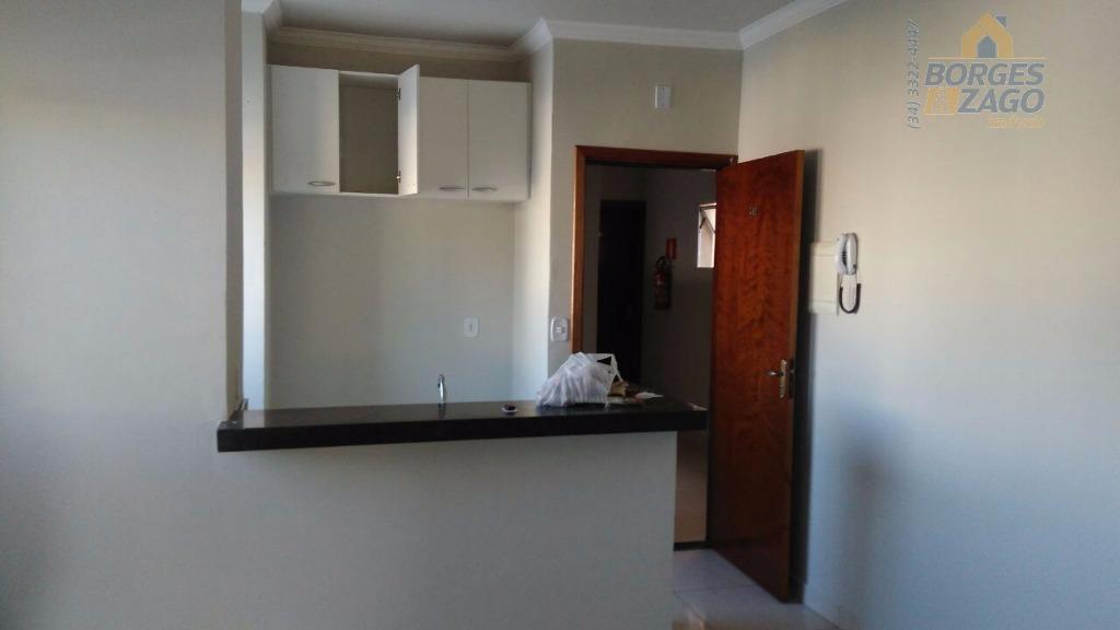 apto com 02 quartos, sendo 01 suíte com armário, cozinha americana, banheiro social. 01 vaga de...