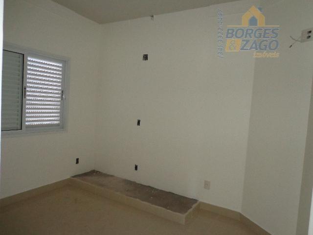 03 quartos sendo 01 suite, sala 02 ambientes, banheiro social, cozinha, lavanderia, banheiro de empregada, varanda...