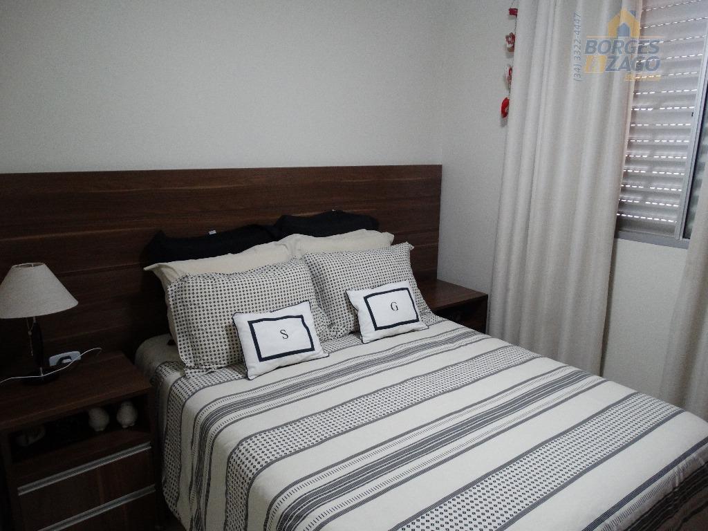 apto com 02 quartos com armários, cozinha com armário, 02 banheiros, sala de estar, sala de...