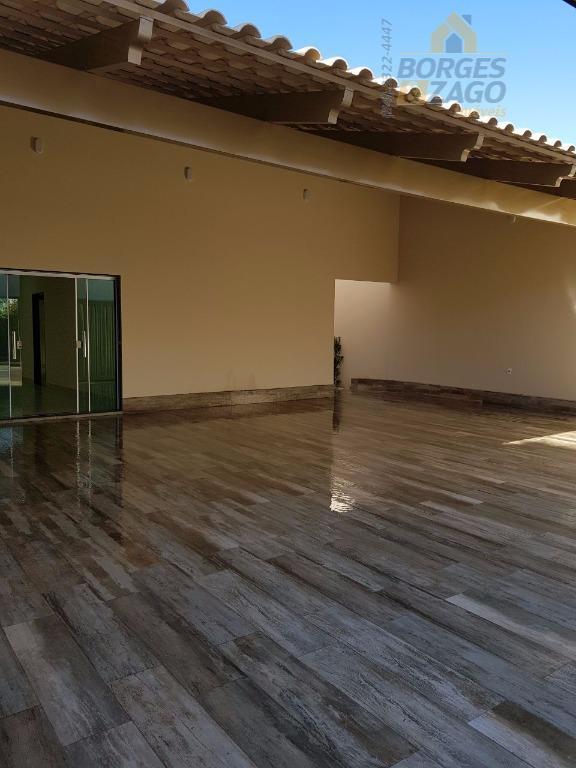 3 quartos sendo uma suíte, sala ampla três ambientes, wc social, cozinha, área de serviço, acabamento...