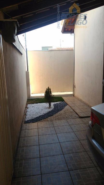03 quartos sendo uma suíte, sala banheiro social, copa, cozinha estilo americana, área de serviço, quintal...