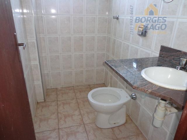 02 quartos sendo 01 suíte, banheiro social, sala com sacada, cozinha, lavanderia e garagem. portão eletrônico....