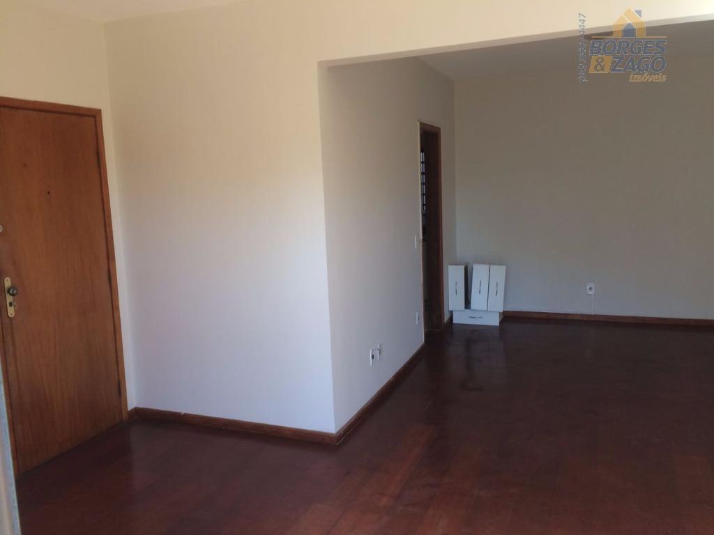 3 quartos sendo uma suíte com armário, sala com sacada, banheiro social, cozinha , área de...