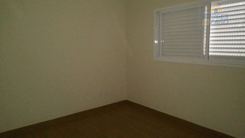 casa em condomínio, 03 suítes sendo uma master com closet, sala com pé direito dublo, sala...