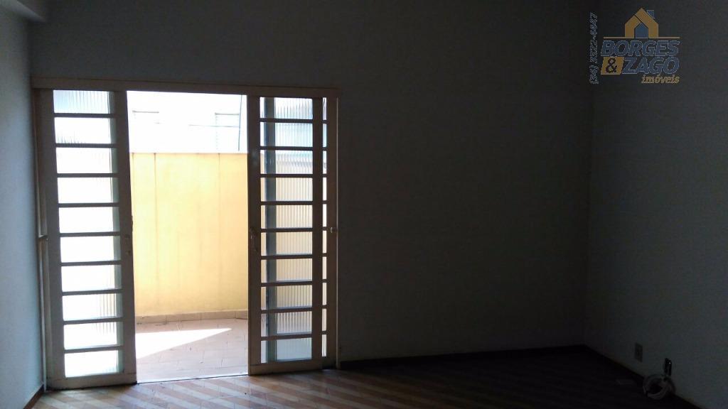 02 quartos com armários, hall de circulação, banheiro social, sala de estra, copa, cozinha com armário...