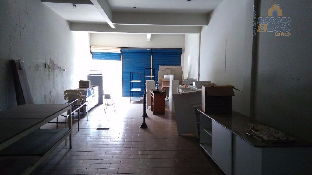 comodo comercial medindo aproximadamente 105m² , com banheiro social. portas de correr de frente para a...