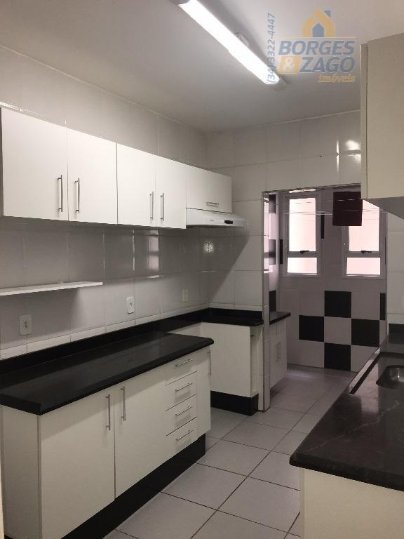 03 quartos sendo 01 suíte com ar condicionado, 02 quartos com armários, banheiro social, sala 02...