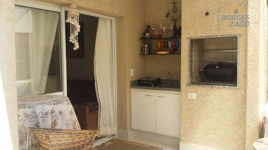 03 quartos sendo 01 suite todos com armários, banheiro social, sala com varanda gourmet, cozinha planejada,...