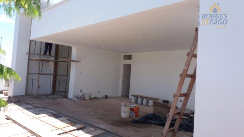 casa nova em condomínio fechado de alto padrão sendo 03 suítes 01 master, sala com pé...