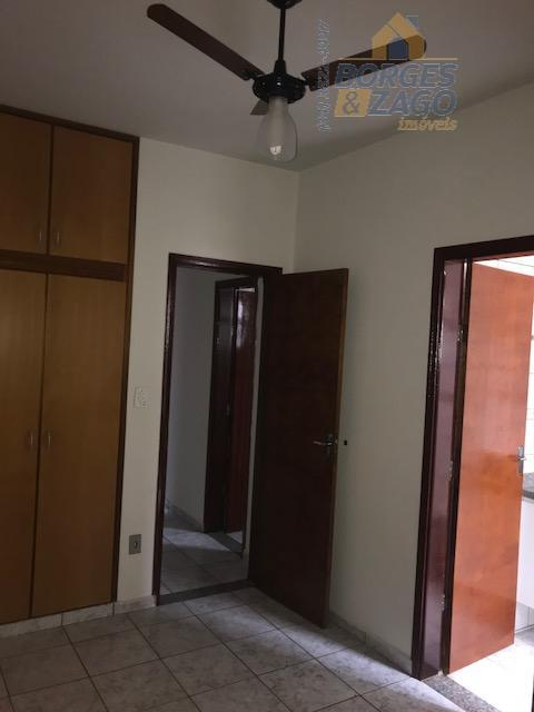 excelente localização - 03 quartos sendo 01 suíte, todos com armários, banheiro social, cozinha planejada, lavanderia,...