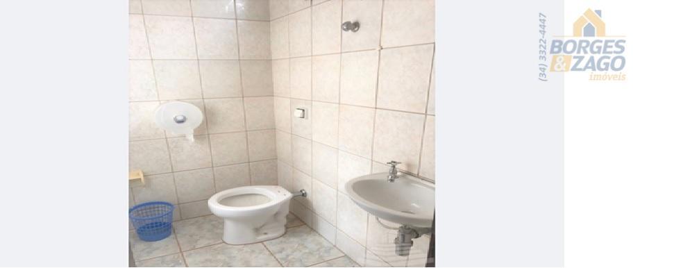 imóvel com ótima localização entre os bairros centro e estados unidos.composto por: salão amplo, cozinha, banheiro...