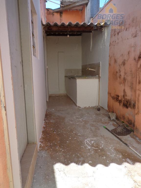 02 quartos, banheiro social, sala, cozinha, lavanderia e 01 vaga de garagem coberta.