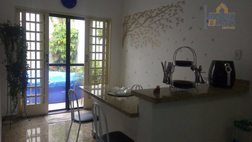 ótima casa sendo 02 suítes com armários, banheiro social, sala estar e tv, copa, cozinha com...