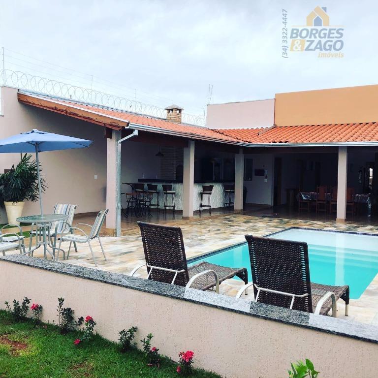 localização privilegiada. excelente para festas e eventos, casa com 02 quartos sendo 01 suíte com cama...